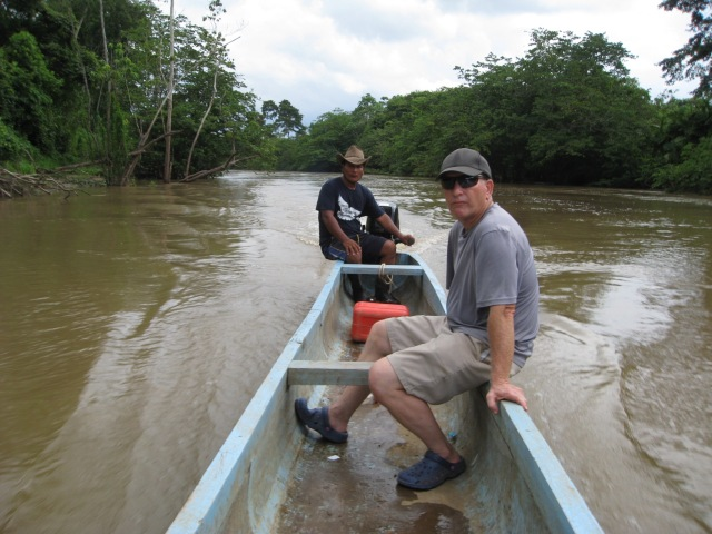 Américo and Russ travelling upriver